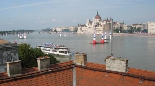 dunapart-budapest-batthyany-ter-II-buvohely-randikucko-talalkahely-lakas-orara-01