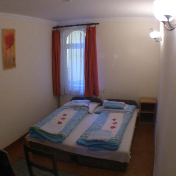 intim-kucko-lovagvar-torokbalint-hotel-szallas-02