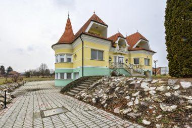 elite-boutique-villa-orkeny-par-orara-buvohely-04